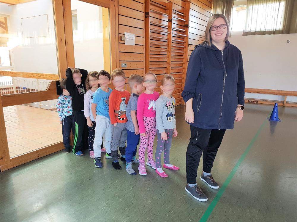 Kinderturnen - Aufstellung für die Übung